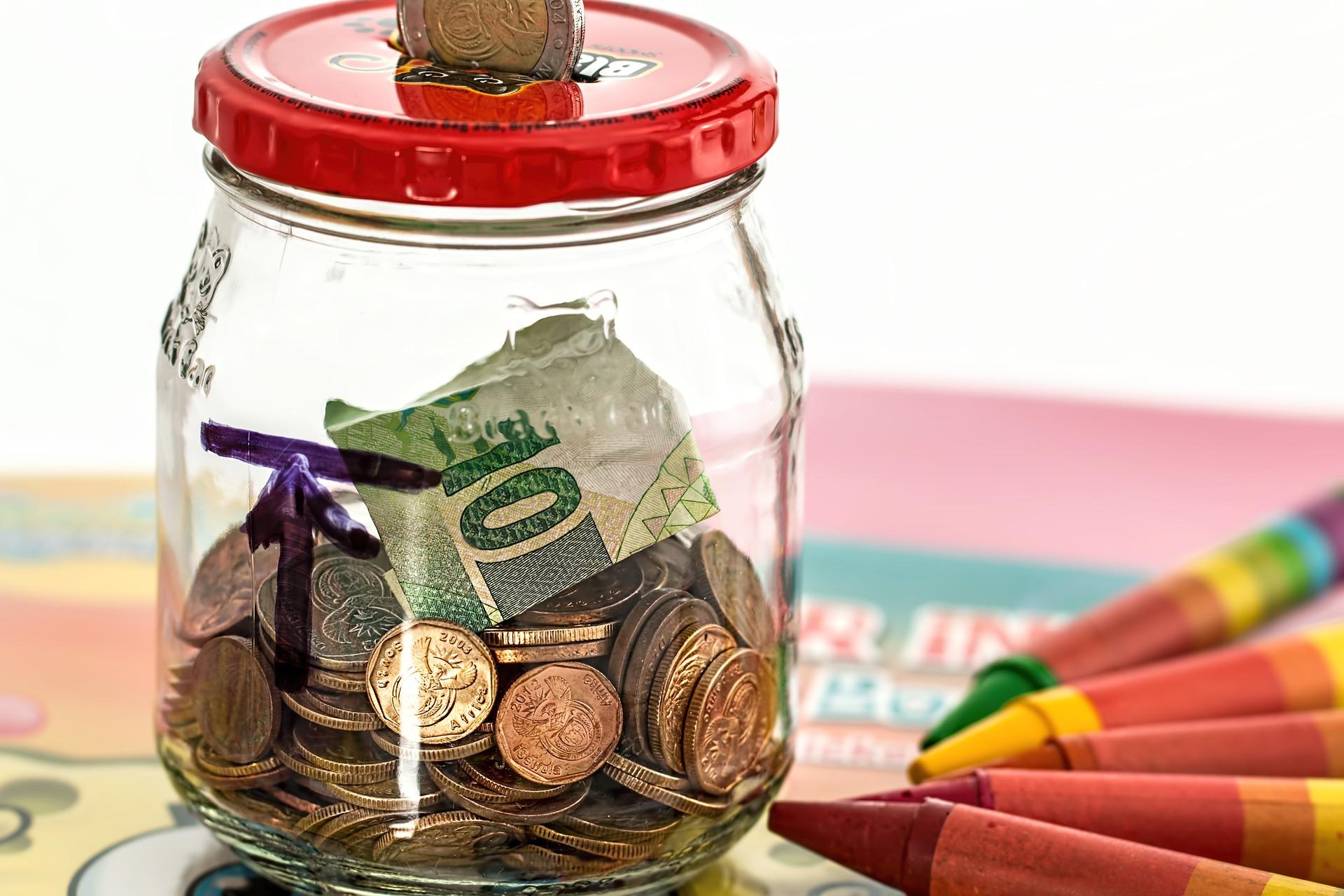 Fondskosten Glas auf Tisch