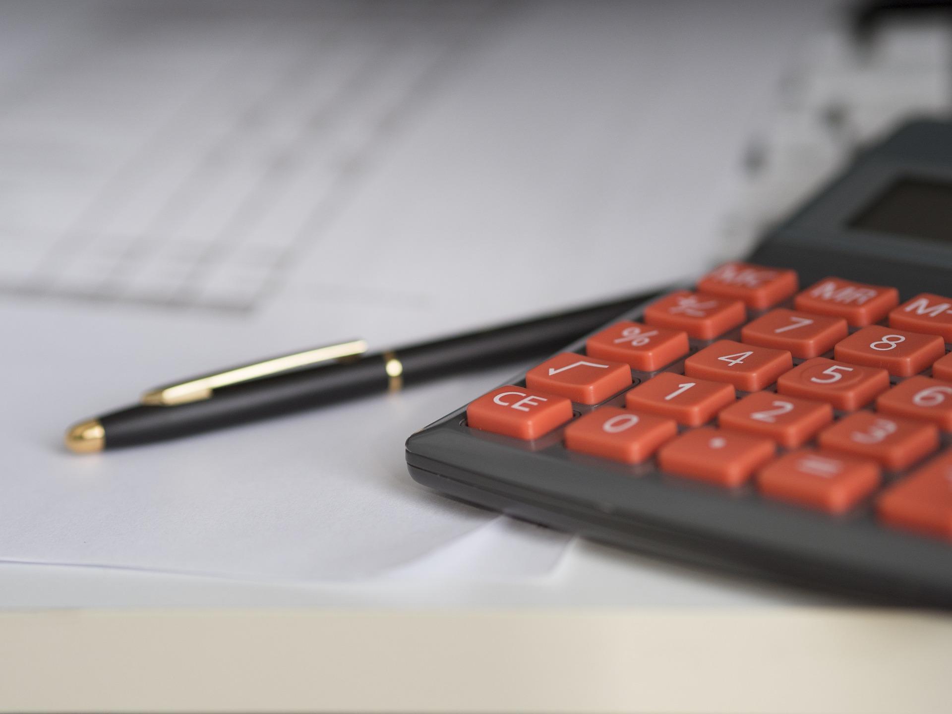 Prüfung Lebensversicherung Taschenrechner Stift